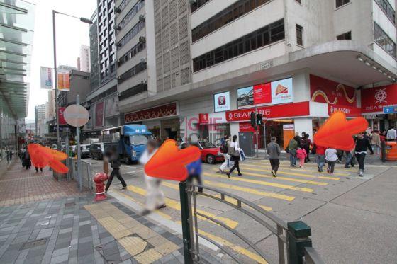行至「東亞銀行」過對面馬路,向右行。