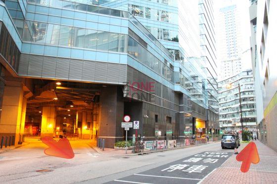 步出巴士站行,過馬路,轉左直行。