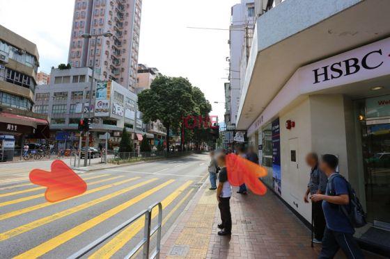 到「匯豐銀行」後向左沿寶鄉街直行。