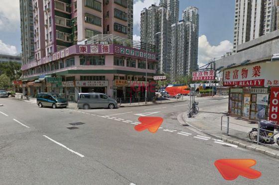 行至路口,向右行至鳳群街,再向左行。