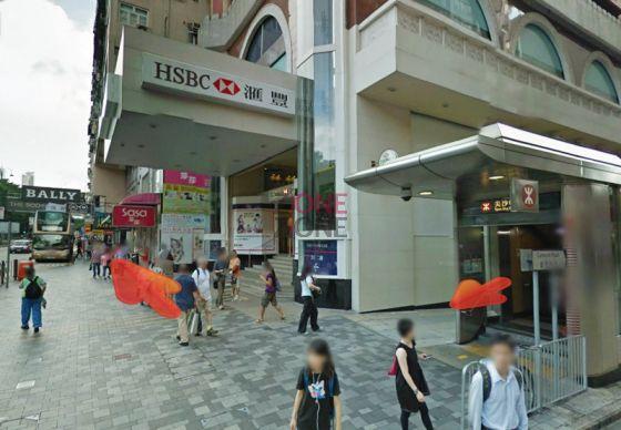 尖沙咀地鐵站 B1出口出,向右轉,沿彌敦道直行。