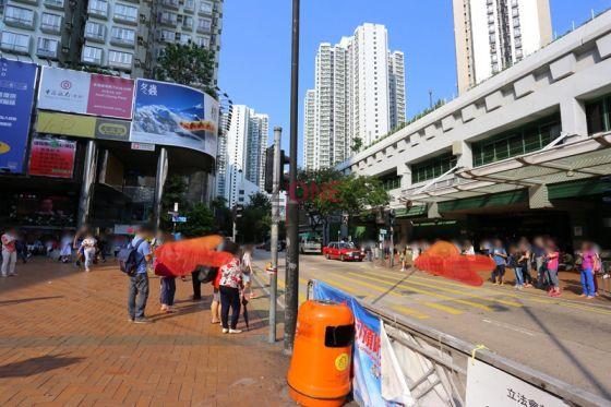 葵芳地鐵站 D 出口出,直行過馬路。