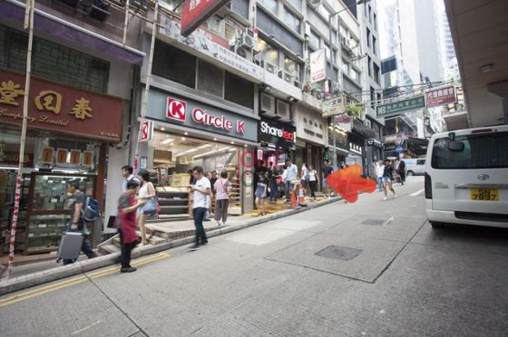 致發大廈入口在 OK 便利店右面。