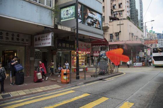 直行約5分鐘,即見永興街 見到銘記鮮果店,左方向直入