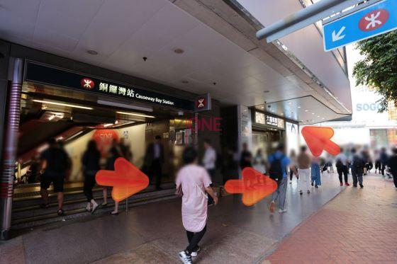 地鐵F2出口一出,轉左,向數步,再轉左直行