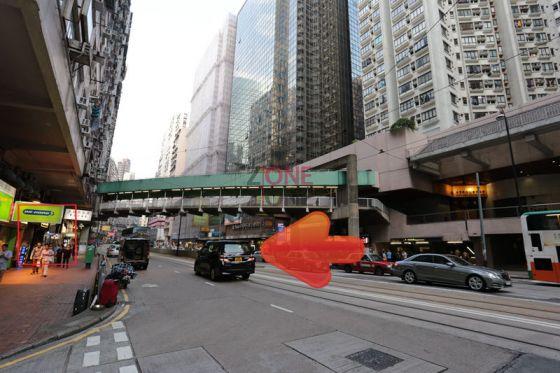 炮台山地鐵B出口一出,先上行人天橋,沿著天橋向前行,再落樓梯就過到對面馬路