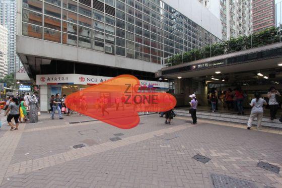由地鐵站A3一出,向右轉直走