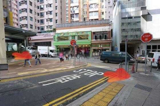 港鐵香港大學站 B2 出口一出直行。